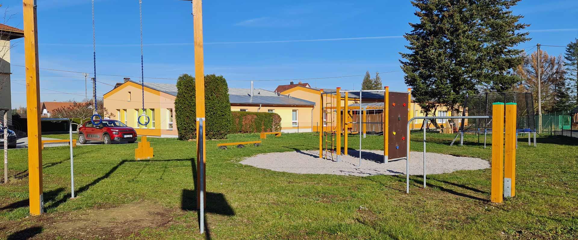 Zahrada mateřksé a základní školy Meclov